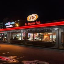 徒歩3分で沖縄独自のファーストフード店、A&Wバーガー