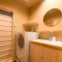 各お部屋共通 1階洗面ルームと乾燥機付ドラム洗濯機