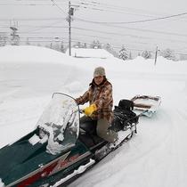 *【スノーモービル】冬季のご移動はこちらのスノーモービルで!貴重な体験ができちゃうかも?