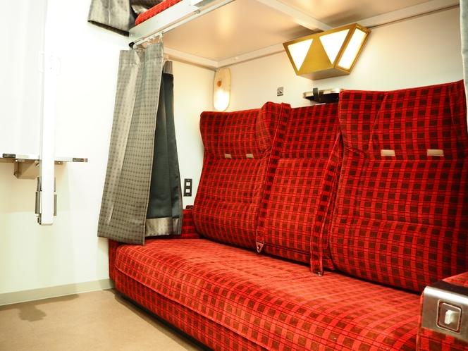ソファ型2段ベッドもございます。