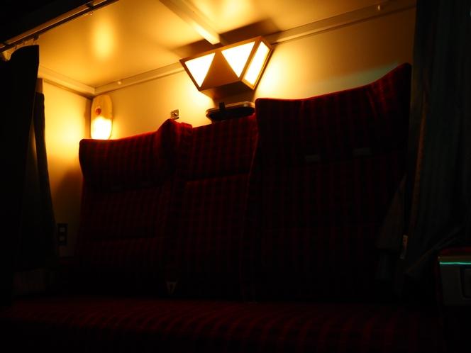 ソファ型2段ベッドの読書灯。