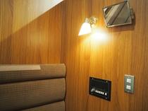 A個室(1名用半個室)のライトです。