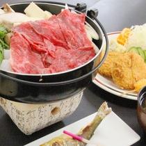 【夕食】当館基本の夕食メインは名物飛騨牛すき焼き。