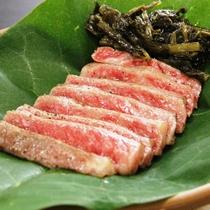 【夕食】ステーキプランのお肉。やわらかくてジューシーな飛騨牛をお好みの焼き具合で。