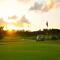 夕暮のゴルフ場