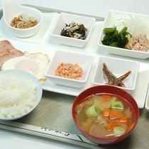*[朝食一例]当館自慢のボリューム満点!日替わり和定食