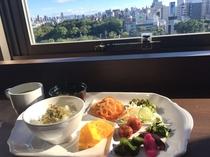 天王寺公園を眺めながら朝食タイム♪