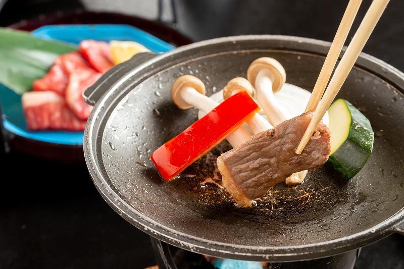 【夕食】香りもごちそう!厳選国産牛の陶板焼き