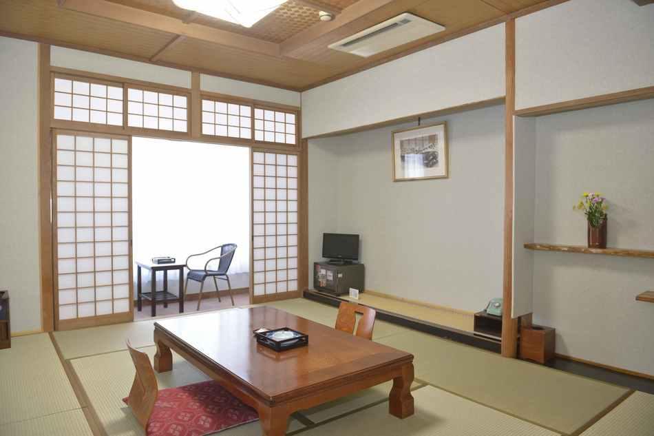 客室一例10〜12畳(2014年リニューアル)
