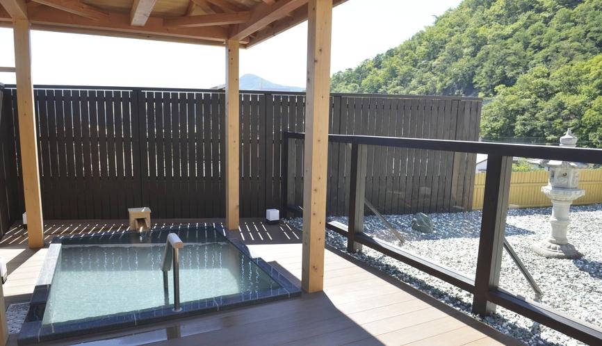 露天風呂からは信州の自然をご覧いただけます