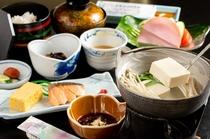 【朝食】飲泉許可ありの宿ならでは!美肌の湯を使った湯豆腐