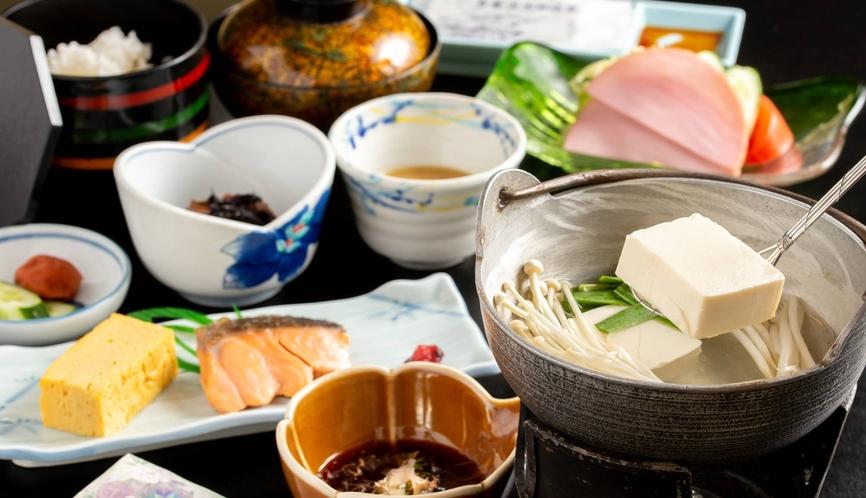 朝食は温泉湯豆腐で
