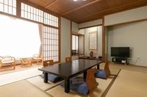 【客室】全室和室、明るい日差しが差し込む大きな窓、広縁あり。10~12畳