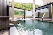 【露天風呂】露天風呂・パノラマの山風景