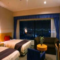 奥行きのある室内は広がりのある贅沢な空間。エグゼクティブならではの上質な雰囲気をお楽しみください。