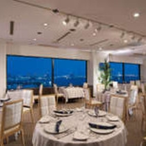 美しい東京ベイの夜景を眺めながら、おいしい料理をお楽しみいただけます