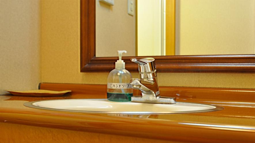 【和室8畳】洗面台もございます。
