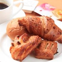 焼き立てパンをどうぞ!朝食メニュー