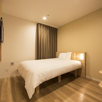 スーペリアダブル ■ベッド幅160センチ シャワーブース完備