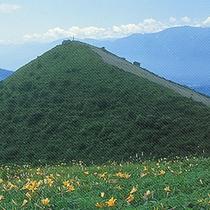 *飯盛山/山頂からは八ヶ岳や富士山など360度の大パノラマが広がります。