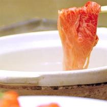 【しゃぶしゃぶ】特製の出汁にお肉や野菜をササッとくぐらせてパクッ!