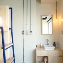 バンクベッド 4 :トイレ・シャワー共用 最大4名個室(BUNK BED 4 )