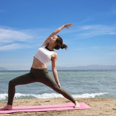〜Enjoy Summer〜 魅惑の湖畔ヨガ Morning Bearch Yoga -朝食付き-