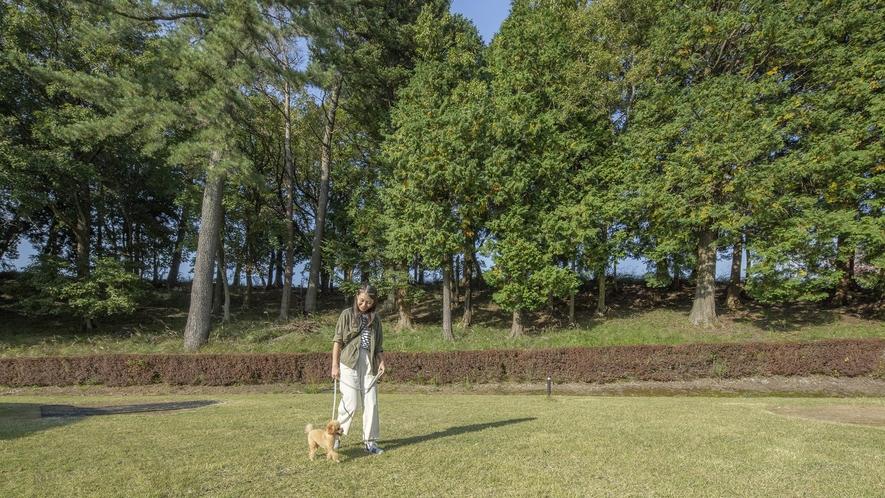 愛犬と敷地内お散歩イメージ