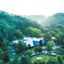 ◆大自然に囲まれたログホテル