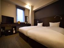 ハリウッドツイン ベッドを2台並べたお部屋です。お子様の添い寝利用にオススメです。