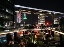 オープントップバス 冬になると博多駅周辺がLEDライトで彩られ幻想的な雰囲気を醸し出します