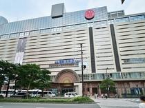 西鉄天神駅 太宰府、久留米、柳川、大牟田などの郊外へ向かう特急電車も運行しています