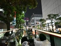オープントップバス 夜の運行は幻想的な灯りを楽しめてオススメです