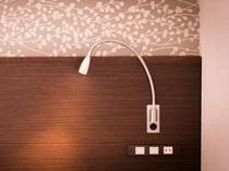【ベッドライト】ベッドの上で読書をする際などの読書灯としてご利用くださいませ