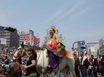 【博多どんたく】毎年200万人を超える人が押し寄せる、博多3大祭りのひとつ。
