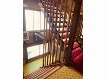 二階から三階へ上がる階段