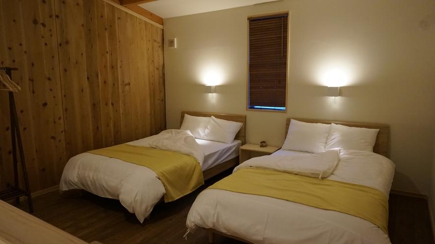 A棟 黄色のお部屋寝室