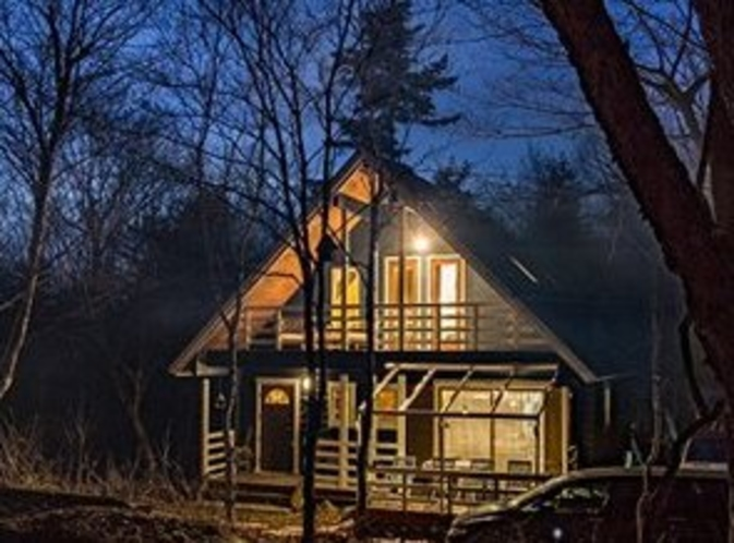 夜の北欧ログハウス