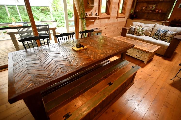ログハウス ダイニングテーブル