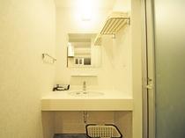 【洋室ツイン・大】洗面台もゆったり余裕で朝の準備もラクラク!