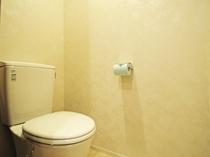 【洋室ツイン・小】清潔感あるシンプルなトイレ