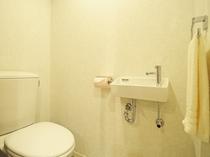 【洋室ツイン・大】清潔感のある広めのトイレ
