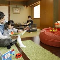 和室8畳+キッズスペースにはお子様用の玩具や絵本があります。