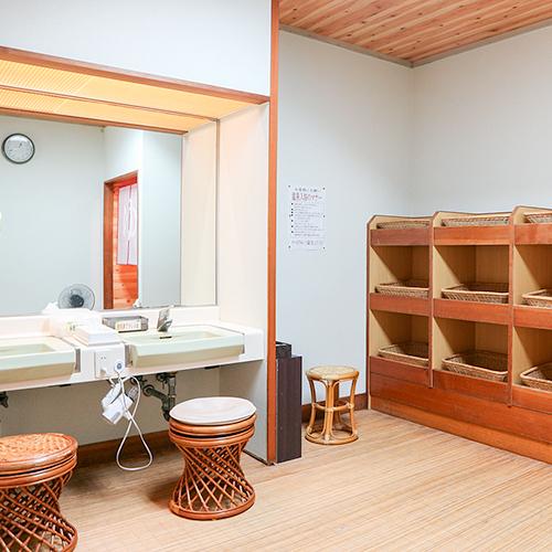 *【大浴場/女湯・脱衣所】皆様に気持ちよく使っていただくため清潔に気を配っています!