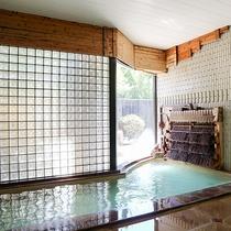 *【大浴場/男湯】源泉掛け流しの「瀬波温泉」を、足を伸ばしてゆっくりとご堪能下さい。