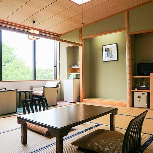 *【林側・和室10畳一例】木立を望む、和室10畳(洗浄機能付トイレ)の客室です。