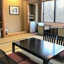 *【林側・和室10畳一例/冬】木立を望む、和室10畳(洗浄機能付トイレ)の客室