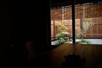 お座敷から中庭