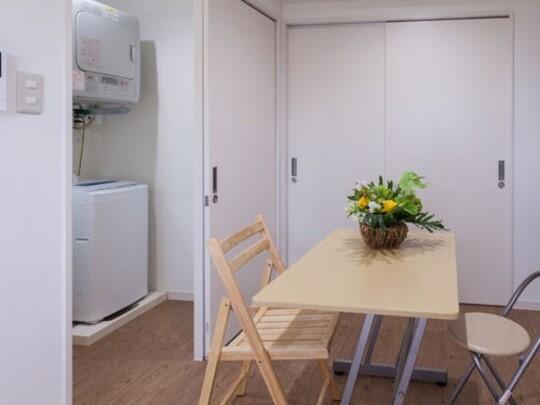 【リビング&ランドリー】全室風呂脱衣所内に洗濯機・ガス乾燥機完備しています。便利にご活用下さい。