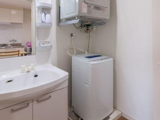 【ランドリー】全室風呂脱衣所内に洗濯機・ガス乾燥機・洗濯カゴを完備しています。便利にご活用下さい。